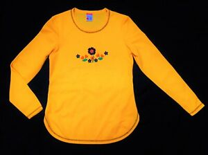 Vintage 70s Marks and Spencer T shirt - embroidered flower detail - size S/M