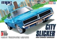 "MPC 879 1969 DODGE CHARGER R/T ""CITY SLICKER"" snap plastic model kit 1/25"