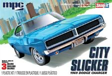 "MPC 879 1969 DODGE CHARGER R/T ""CITY SLICKER"" snap plastic model kit 1/25"