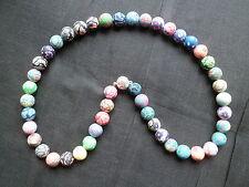 Modeschmuck-Halsketten aus Kunststoff mit floralen Themen