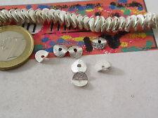 20 dischetti puntinati e piegati in ottone placcato argento di 6,5x1 mm