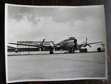 AVION DC 6 B SUR PISTE