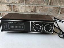 Vtg UniMark Mod 113P Flip Clock AM/FM Radio Woodgrain Works div Dart Industries