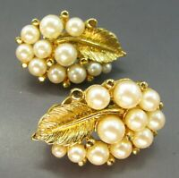 Beautiful VINTAGE GOLD TONE CLIP ON EARRINGS Faux Pearls GRAPE CLUSTER w/LEAVES