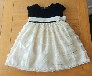 Girls Black velvet and cream formal/party dress 3-4yrs old(98-104cm) Pre-owned