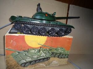 Panzer mit Kabelfernsteuerung im Karton