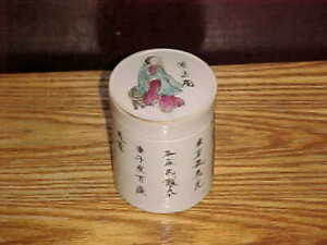 ANTIQUE CHINESE 19thC HISTORICAL FIGURE PORCELAIN ROUND BOX w/ COVER LID