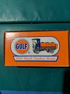 GULF OIL 1910 MACK 4 TON TANKER TRUCK BANK ERTL 1996 1:25 NEW