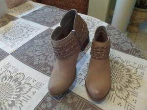 New BCBGeneration Claiton Tan Leather Ankle Boot With Braid Size 7M