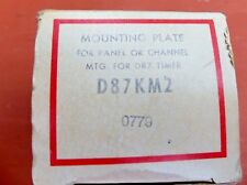 Cutler-Hmmer D87KM2 Mounting Plate for D87 Timer New