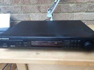 Pioneer FM AM Digital Synthesizer Tuner F-204 RDS
