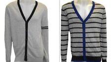 Markenlose Herren-Pullover und normaler Größe