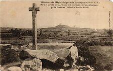 CPA   Monuments Mégalithiques de Bretagne -Croix soudée sur un Dolmen  (430984)