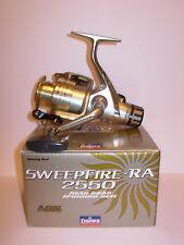 DAIWA Sweepfire sw2550ra REAR DRAG Spinning Mulinello Linea 6/8/10lb