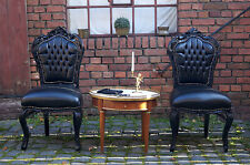 Chaise en bois massif noir tissues simili cuir d'un château à Bordeaux