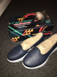 skechers - Navy Size 7 ladies New