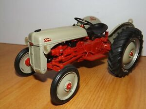 DANBURY MINT 1/16 1952 FORD 8N TRACTOR