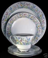 Noritake Spring Garden 2551 Five Piece Place Setting(s)