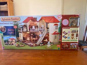 Brand NEW Sylvanian Families - Beechwood Hall Gift Set