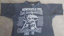 Muy raras Newcastle Utd FC 1st División Campeones 1992/93 T-Shirt, listas de jugadores