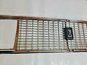 Set Emblem & Radiator Grille plastic chrome LADA 2106 front L+R