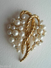 VINTAGE TRIFARI GOLD TONE FAUX PEARL & WHITE STONE SET BUNCH OF GRAPES BROOCH
