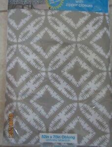 TABLECLOTH..  PICNIC TABLE UMBRELLA VINYL WITH ZIPPER