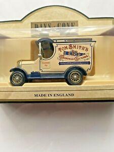 Days Gone Vintage Models: 1926 Bull-Nose Morris Van: Tom Smith Crackers.