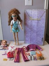 (2005) TEEN TRENDS DEONDRA DOLL WITH CARRYING CASE, STAND & ACCESSORIES