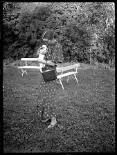 Jeune Femme avec chien chiot  - Ancien négatif photo an. 1930