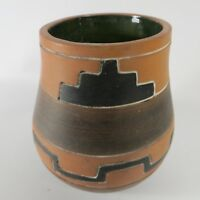 Vintage ARMANDO de MEXICO Hand Crafted Folk Art Pottery Pot Vase SIGNED 4-1/8""