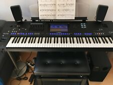 Yamaha Genos mit Original-Lautsprechersystem, gebraucht, neuwertig