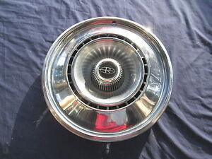 "Vintage 1968 Buick Riviera 15"" Wheel HUB CAPS HUB CAP Very Good Condition"
