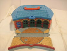OLD THOMAS THE TRAIN ROUND HOUSE ENGINE STATION TAKE ALONG TOY R/R