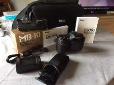 Boitier Nikon D300S quasiment neuf, très peu utilisé avec accessoires.
