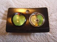 Ohrring runde Form mit grünem Apfel halber aus Aluminium mit Glasoberfläche 1999