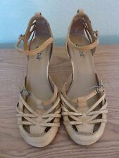 Diba  2 1/2 inch heel Size 6M Leather upper