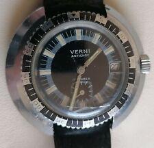 Montre Mecanique Verni style plongée. Boîtier atypique. Vintage Diver