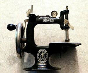 Rare Antique Child's Singer Sewing Machine Sewhandy 20 EARLY Model X Hand Wheel