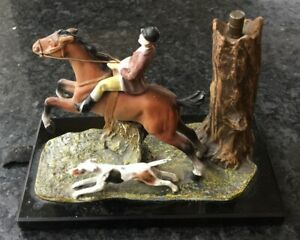 UNUSUAL ART DECO PERIOD ANTIQUE TABLE LIGHTER WITH A FOX HUNTING SCENE