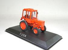 Traktor. T-25A mit Magazin Nr 10  1:43