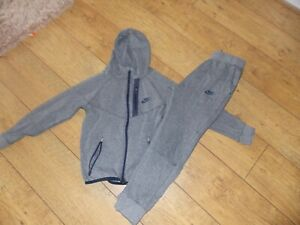 BOYS NIKE TRACKSUIT AGE 10-12 YEARS