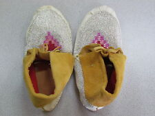 NATIVE AMERICAN FULL BEAD TAN HIDE MOCCASINS MULTICOLORED PINK AND RED 11 INCHES