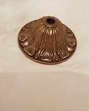 1 rosace en bronze Diam : 7,9 cm profondeur 3,3 cm beau relief accessoire lustre