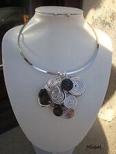 Collier mariage  spirale fil alu noir, argenté, perle cristal noir FAIT MAIN