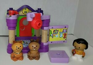 LEARNING CURVE 2007 PLAYTOWN PET CARE CENTER WOODEN FIGURE PLAY SYSTEM