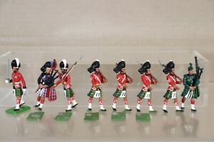 BRITAINS REPAINTED GORDON HIGHLANDERS & SCOTS GUARD PIPER MARCHING nw