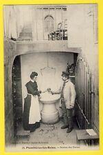 Belle cpa 88 - PLOMBIERES LES BAINS (Vosges) SOURCE des DAMES Couple trinque