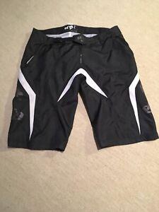 Dakine Royal Racing mtb shorts, Size Large