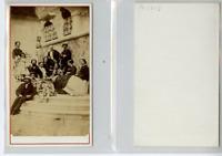 Un groupe pose  CDV vintage albumen carte de visite,  Tirage albuminé  6,5x1